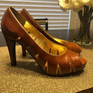 Brown leather pumps with gold accent